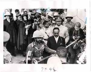 Haile Selassie cuts tape between Ethiopia and Eritrea