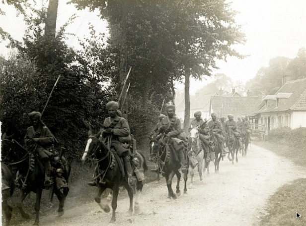 cavalry brigade on the march [Crecqy, France] 2 Aug 1915