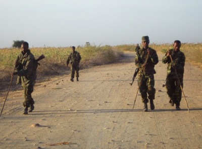 Ethiopian troops Badme check for mines