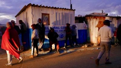 Voting early evening Khayelitsha, Cape Town